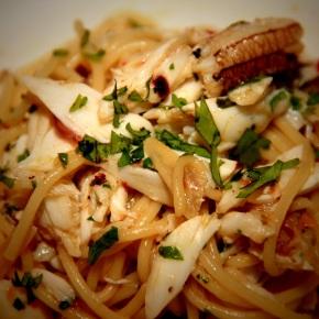 Crab Linguine with Garlic andChilli